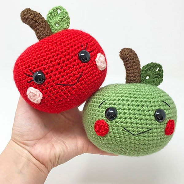 free kawaii apple amigurumi crochet pattern