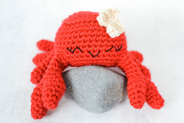 kawaii crab amigurumi crochet pattern