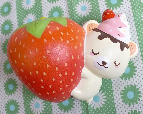 Creamiicandy Squishies Yummiibear strawberry