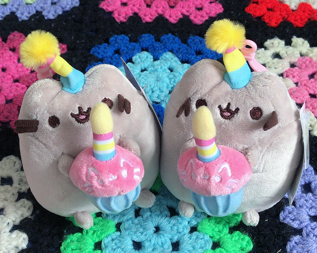 Pusheen plush birthday cake keychain