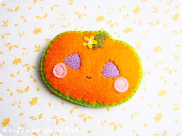 Free Halloween pumpkin brooch pattern