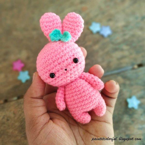 Free Easter Bunny amigurumi crochet pattern