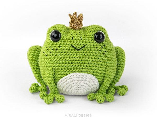 kawaii frog amigurumi crochet pattern