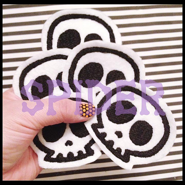 skull patch - spookyboutique