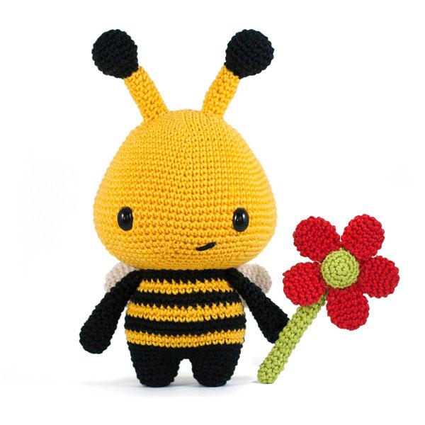 kawaii bee amigurumi crochet pattern