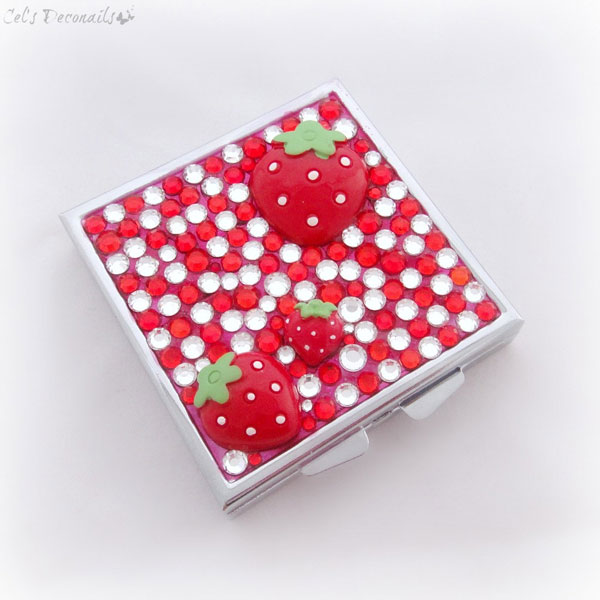 strawberry decoden pill box
