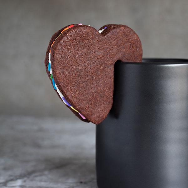 vegan gifts - mug cookies